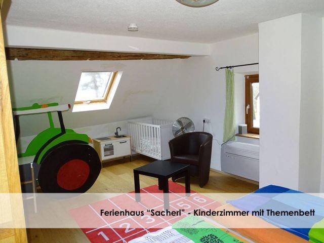 Eigenes Kinderzimmer bzw. 2. Schlafzimmer (Normal große Betten   Traktorbett).