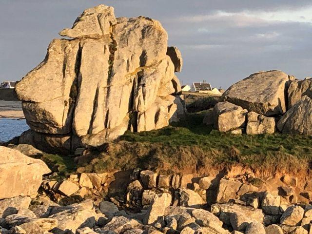 Das Haus zwischen rocks