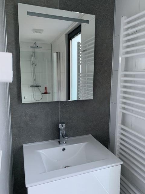 Waschplatz und Dusche im Schlafzimmer 1