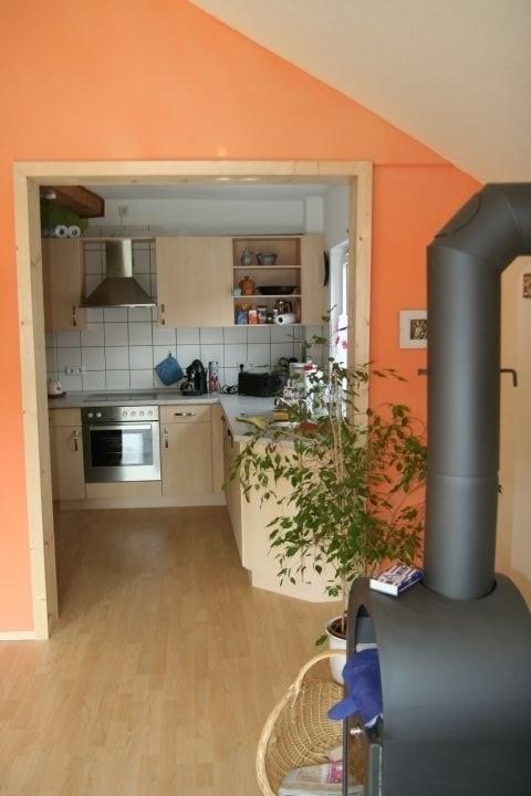 Blick vom Wohnraum zur Küche