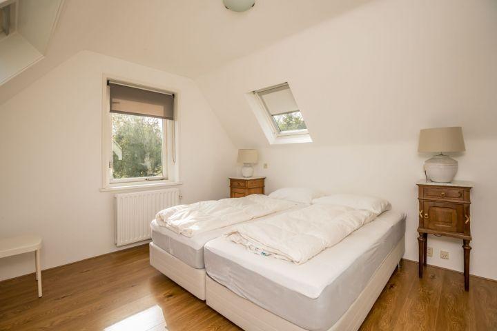 Schlafzimmer 1 mit Doppelbett (Boxspring)