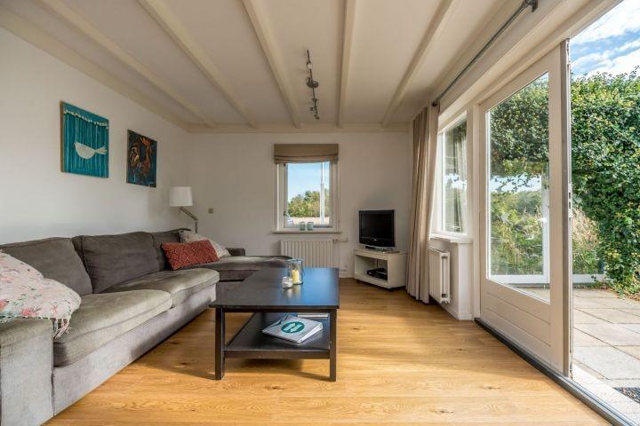 Die gemütliche Sitzecke im Wohnzimmer und Digital TV
