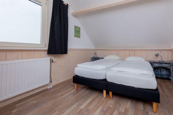 Schlafzimmer 3 mit Boxspringbetten und Kleiderschrank