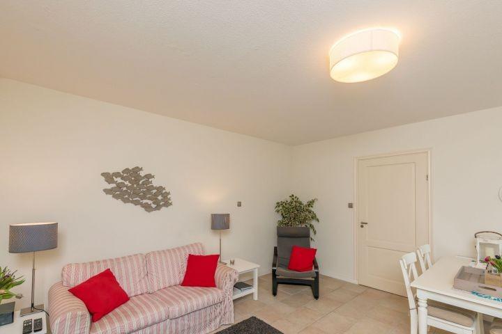 Wohnzimmer mit Satellitenfernsehen