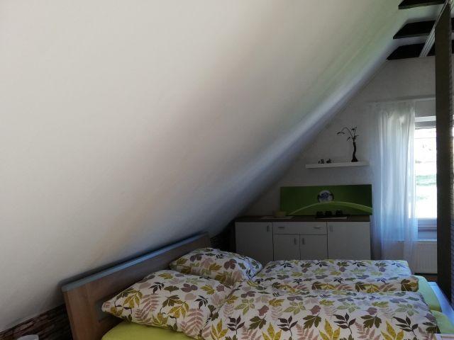 Doppelbett im Schlafbereich