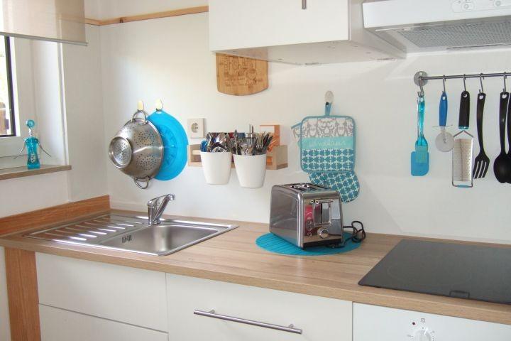 Voll ausgestattete kleine Küche mit Geschirrspüler und vielem mehr ...