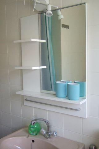 Helles Bad mit großem Fenster