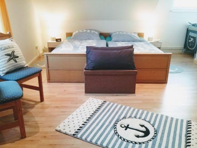 Das große Schlafzimmer im 1.Stock  mit 2x2Meter Bett und Babybett