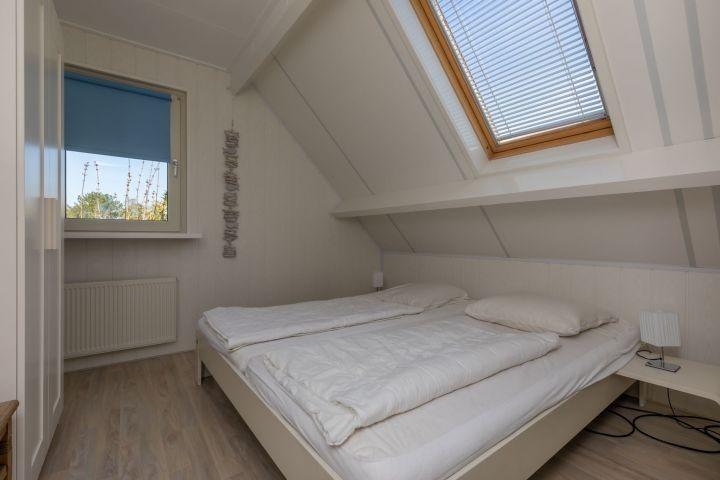 1. Etage: Schlafzimmer 4 mit Doppelbett (Auping