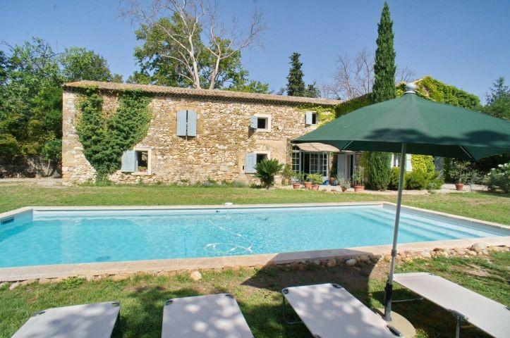 Ferienhaus mit beheizbarem Pool bei Avignon in der Provence