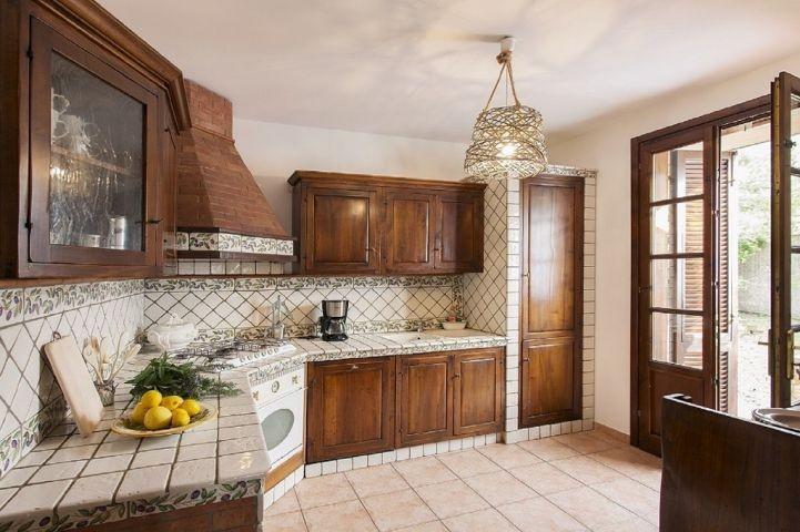 Küche mit Ausgang zur Terasse