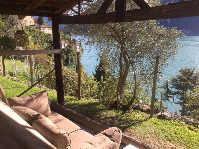 Geniessen im Gartenhaus von Tivan mit Lounge Sofa (Blick nach Sueden)