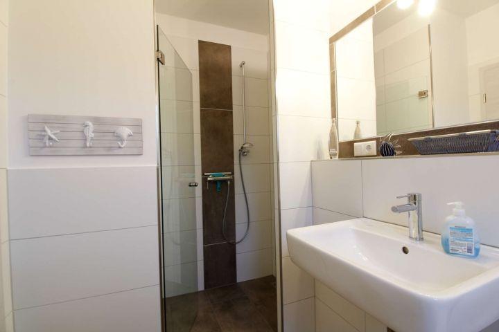 Gäste-Dusche im Erdgeschoss
