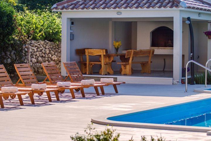Villa Beybe mit 50 qm Pool, Billard, Spielplatz und Minigolf