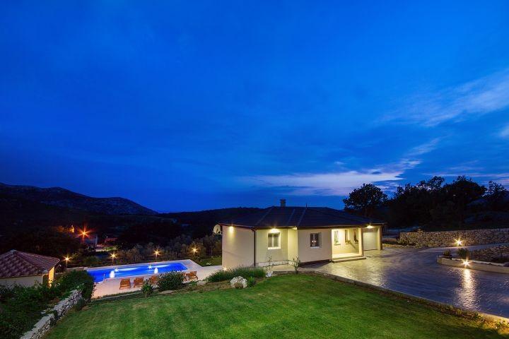 Villa Beybe mit privatem pool 10x5m mit tollen Lichtern