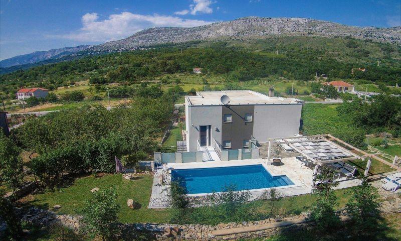 Villa Oblik in unberuehrter natuerlicher Umgebung