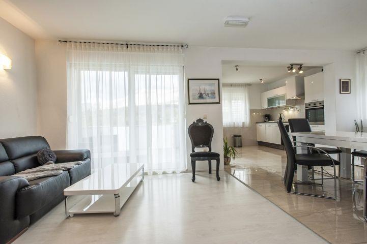 Wohnbereich mit TV,DVD,Stereo Anlage und komfortabler Terrasse