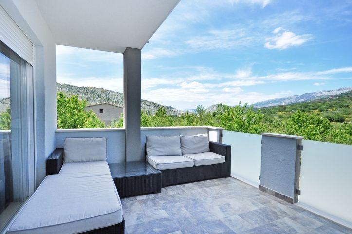 komfortable Terrasse mit tollen laendlichen Ausblick