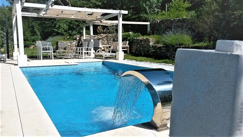 Pool-bereich mit Whirpool und Dusche
