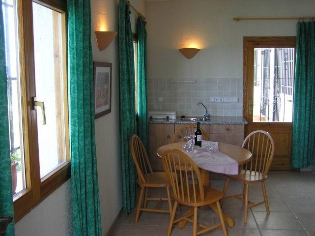 Schlafraum 3 mit Sitzecke und Küchenzeile