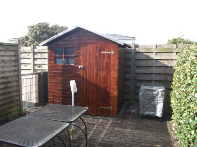 hintere Terrasse mit Gartenhaus