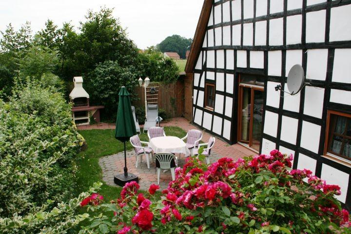 Ferienhaus mit Terrasse und Grill Kamin