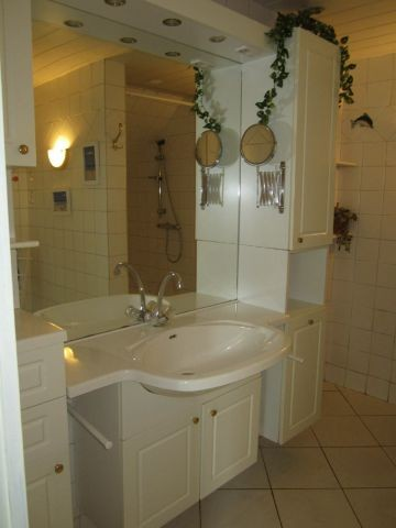 Unser Badezimmer mit begehbarer Dusche
