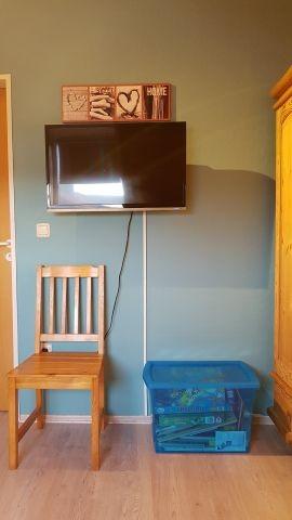 Schlafzimmer 2/ Kinderzimmer mit zusätzlichem Fernseher