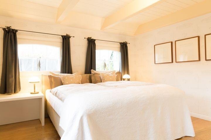 das Schlafzimmer mit Boxspringbetten...