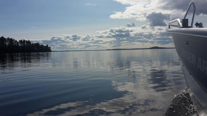 Von Mai bis September Motorboottouren auf dem See Bolmen