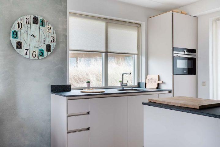 Neue offene Küche zum Esszimmer ausgestattet mit Gasherd, Spülmaschine, 2 Kaffemaschinen, Toaster usw.
