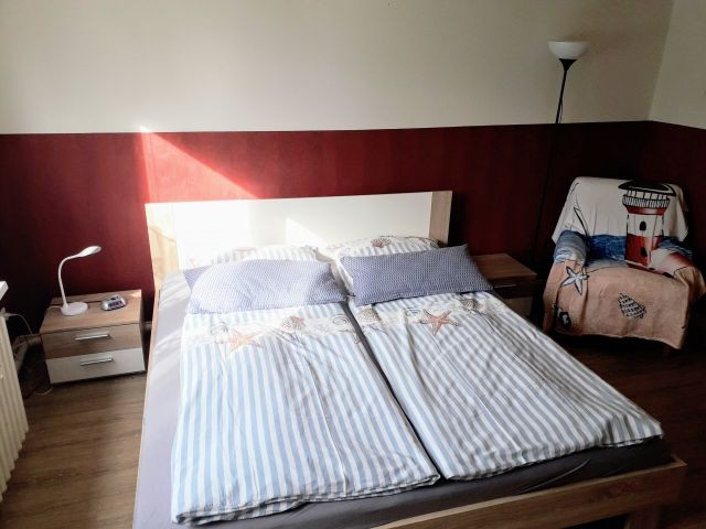 Schlafzimmer im Erdgeschoss Bett 1.80x2.00m