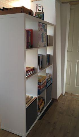 diverse Spiele, Bücher und Kinderbücher sowie Spielsachen sind vorhanden