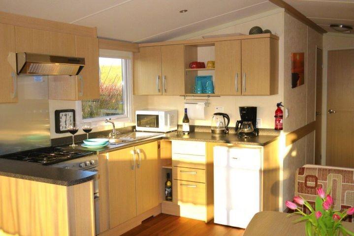 Küche gesehen vom Wohnbereich aus