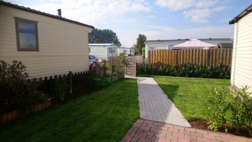 Gartenbereich mit Blick zum Eingang