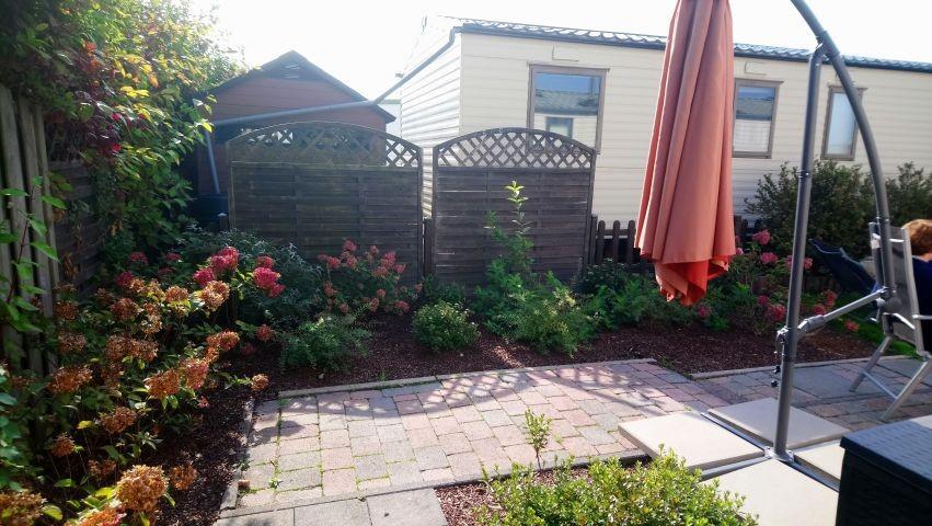 Blick auf die Beetanlage vom Gartenhaus aus