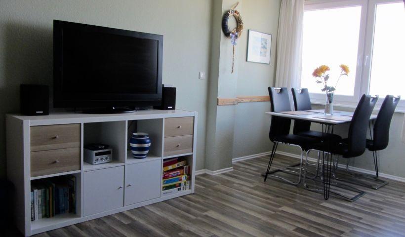 TV und Essbereich