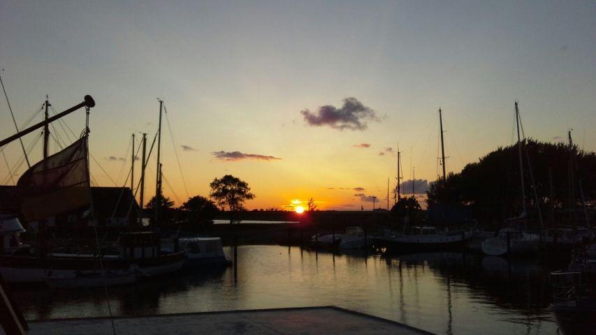 Sonnenuntergang im Orther Hafen