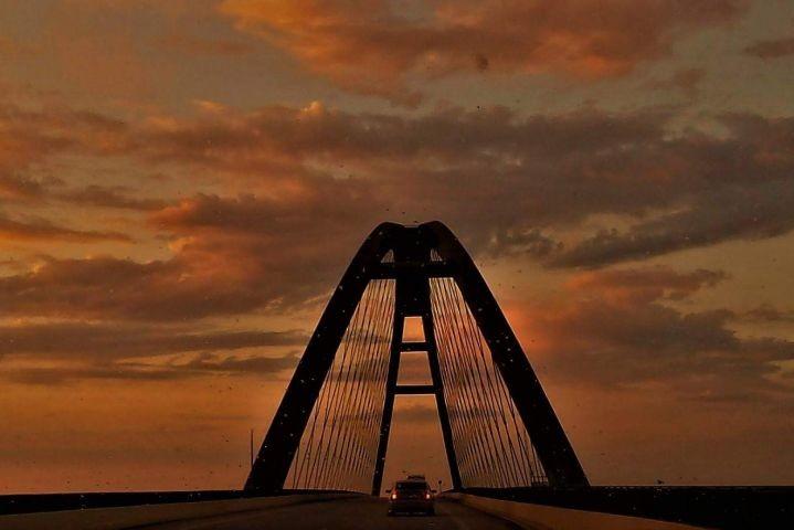 Fehmarnsundbrücke am Abend
