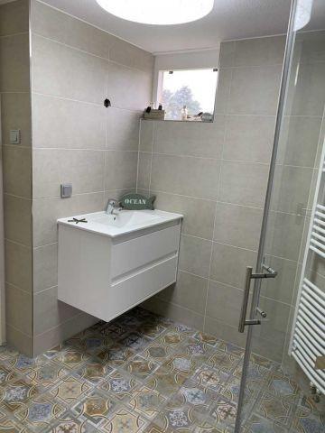 Waschbecken mit Spiegelschrank (neues Foto folgt)