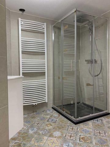 neues Bad mit Zugang zur Sauna (Bilder folgen)