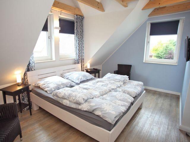 Das große Schlafzimmer mit Doppelbett...