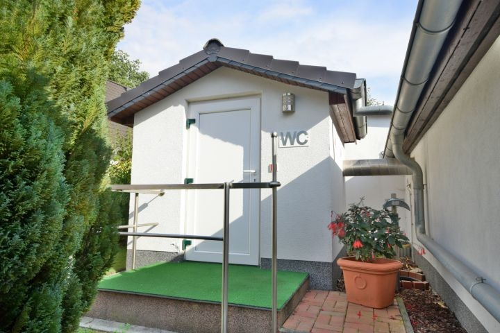 WC Haus im Garten