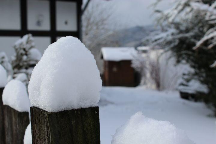 Viel Schnee vor der Hütten!
