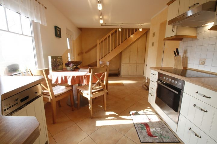 Küche mit blick auf die Treppe