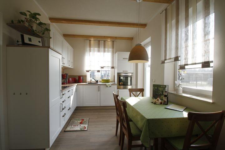 Küche mit hellem  Sitzplattz