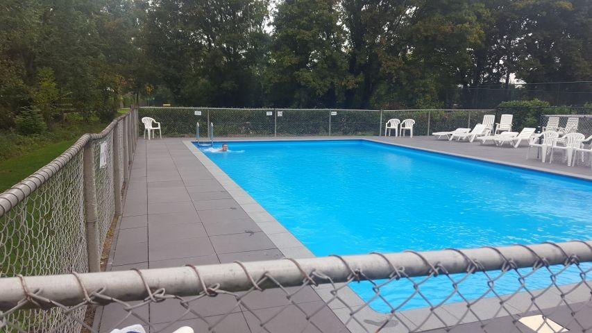 Pool (  Kinderpool nicht auf dem Bild) kostenlos