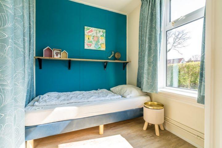 Schlafzimmer 2 mit Einzelbett und Schrank