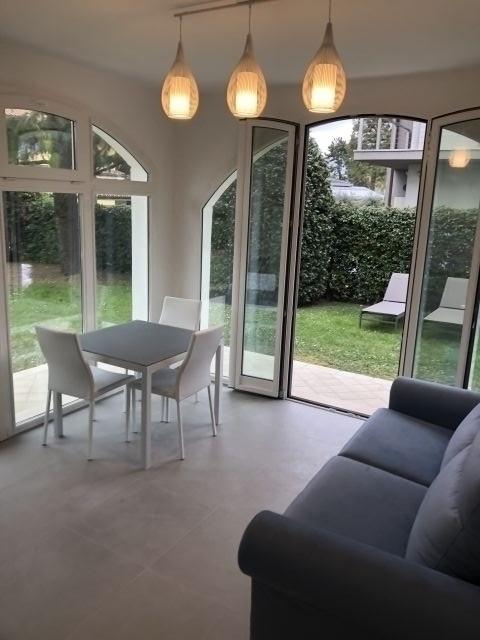 Wohnzimmer mit direkten Zugang zum Privaten Garten