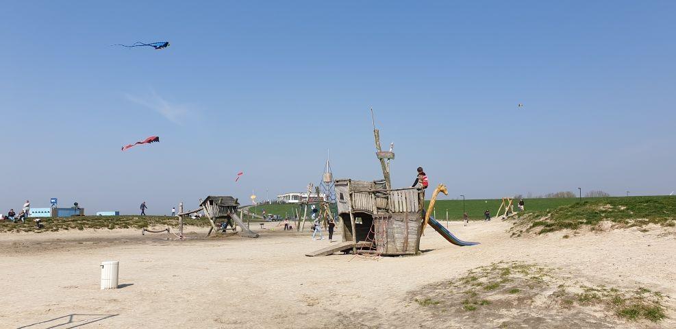 Großer Kinderspielplatz direkt am Strand